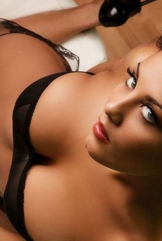 Shreya Sehgal Hot Delhi Escorts Services in Delhi