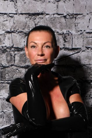 International Femdom Escort: High-class experienced BDSM femdom escort, traveling worldwide, based in Switzerland. BDSM experienced Femme