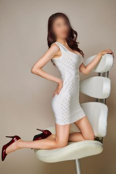 Celina, Chinese Escort in London... trained in beauty therapy providing professional and erotic massage.