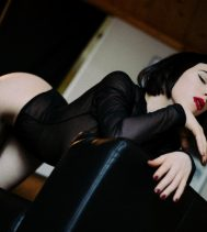 Italian amour for fetish and cuddles: Italian amour for fetish and cuddles... I'm Arazatah, an Italian independent private companion and kinky playmate.