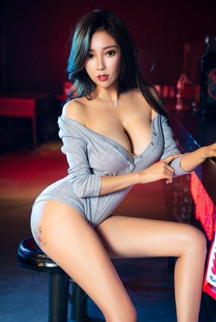KATANA TOKYO ESCORT: Sensual and very young female with a model figure and pretty face with a beautiful and firm breasts waiting for you.