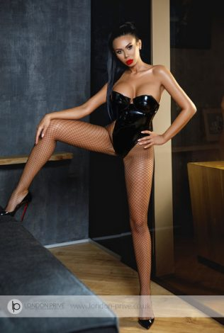 Busty Latina Chantal: Naughty character and open-minded personality of this gorgeous brunette Latina is something really extraordinary.